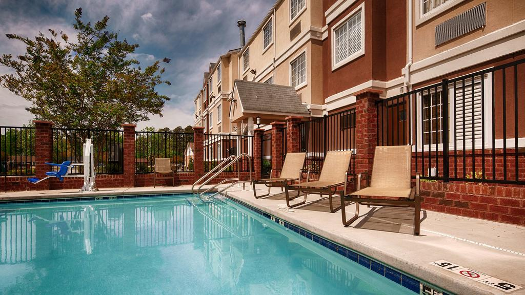 Best Western Plus Elizabeth City - Outdoor Pool