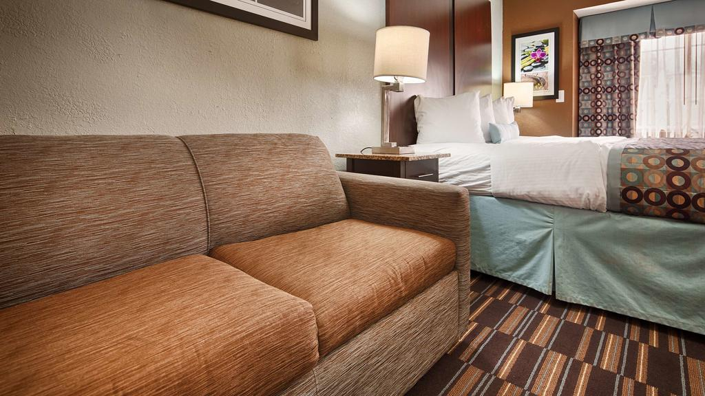 Best Western Plus Elizabeth City - Single Bed Room with Sofa