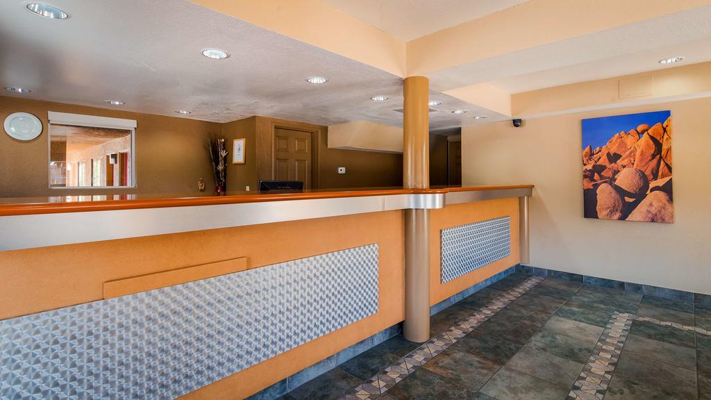 Cajon Pass Inn - Lobby Area