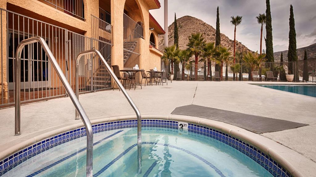 Cajon Pass Inn - Outdoor Pool