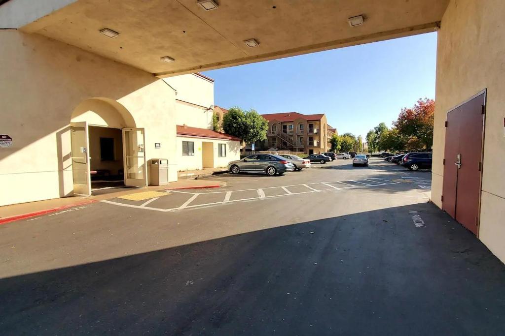 California Inn & Suites Rancho Cordova - Exterior-1