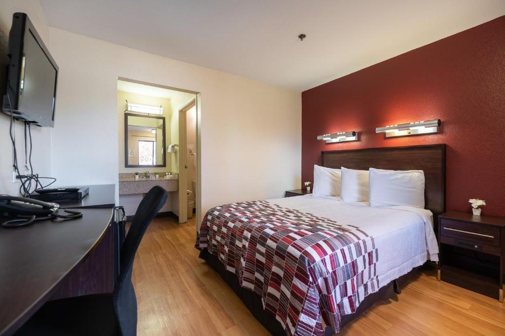 California Inn & Suites Rancho Cordova - Single Bed Room-1