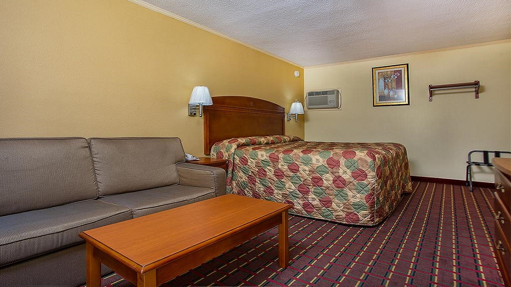 Cardinal Motel Bowling Green - Single Bed with Sofa1