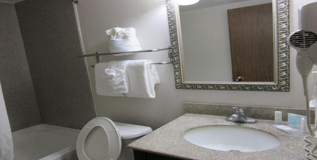 Charleston Grand Hotel - Guest Bathroom