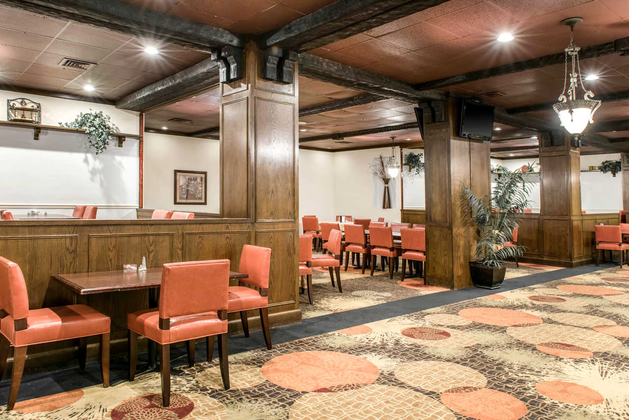 Clarion Hotel Indianapolis Airport - Dining Area-1