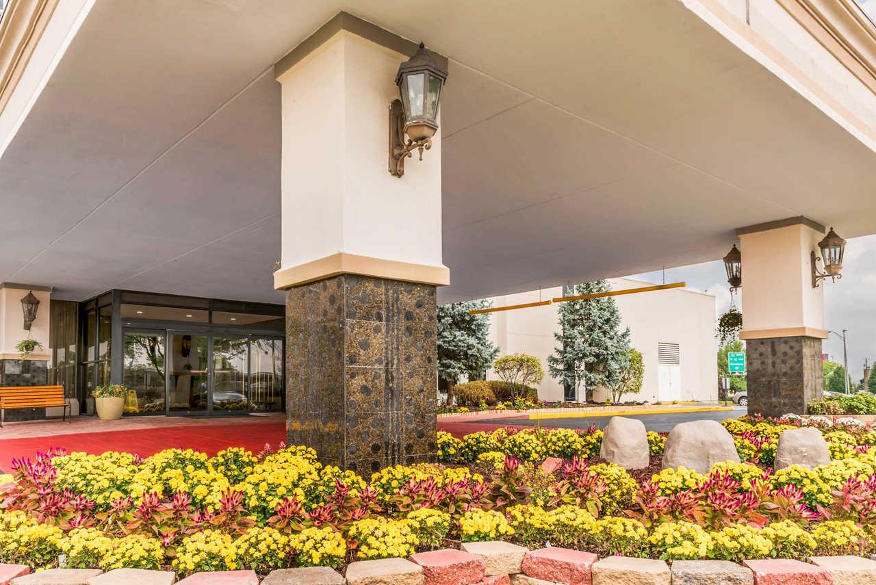 Clarion Hotel Indianapolis Airport - Exterior-3