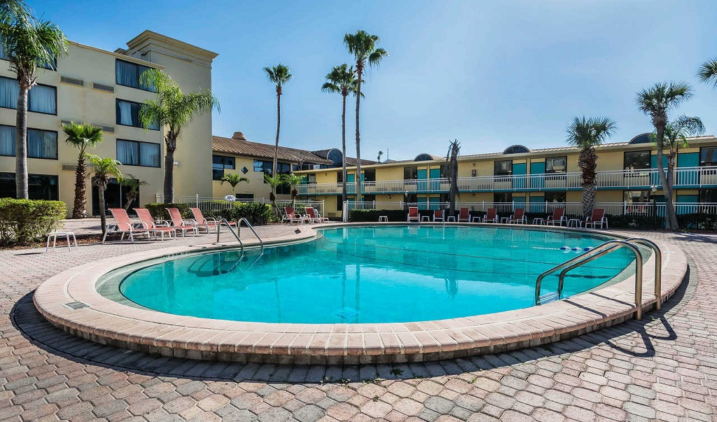 Clarion Hotel Orlando International Airport - Pool Area1