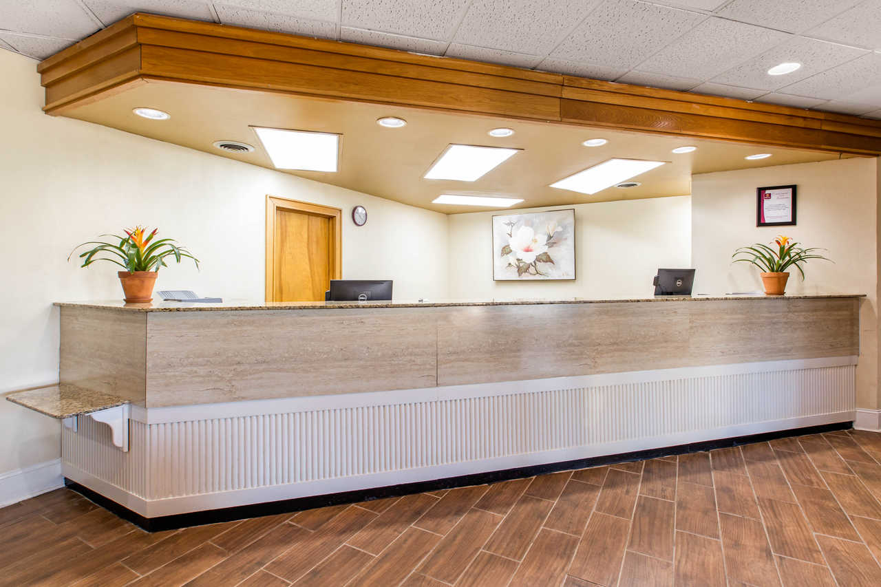Clarion Inn Santee - FrontDesk