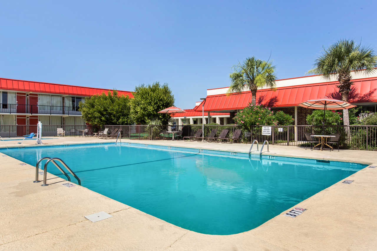 Clarion Inn Santee - Outdoor Pool-1