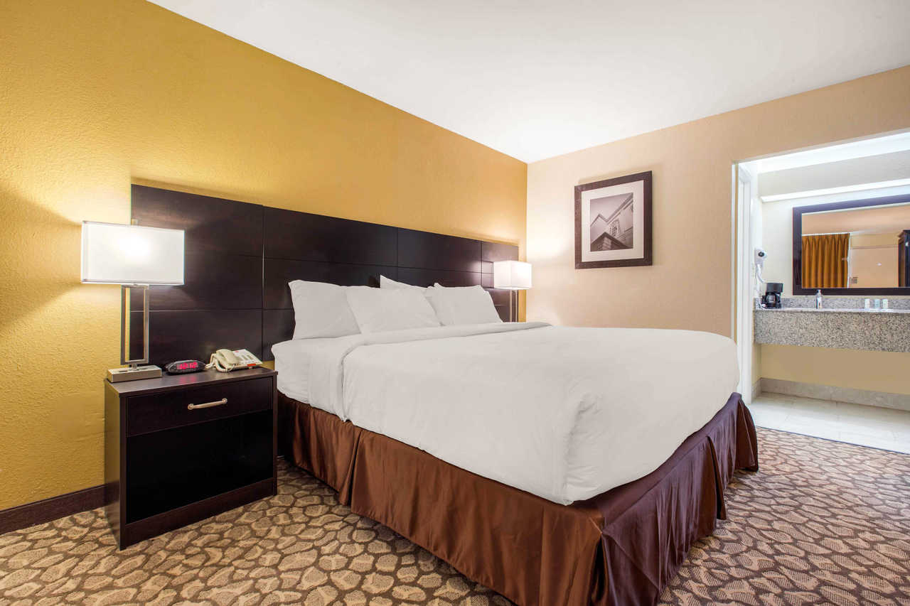 Clarion Inn Santee - Single-Bed-2