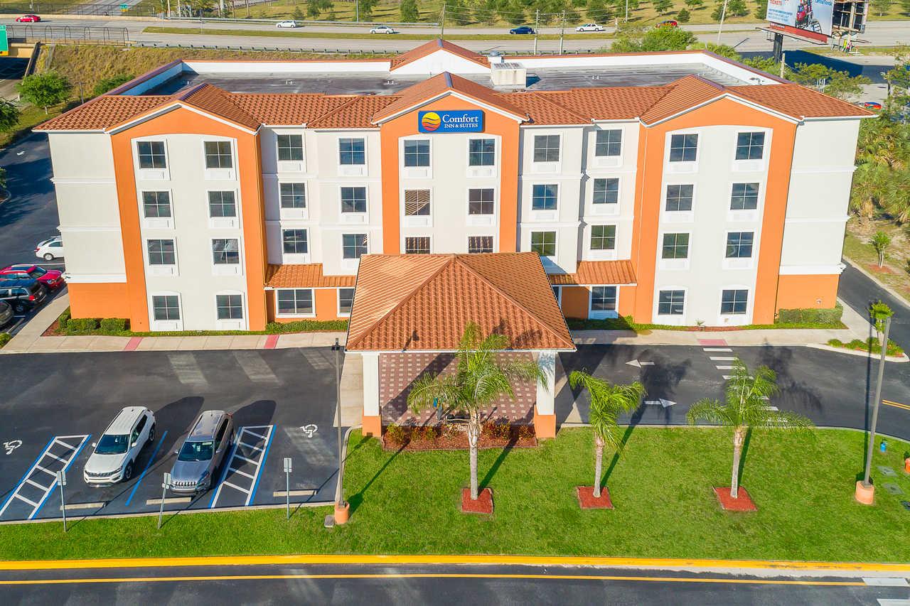 Comfort Inn & Suites Davenport - Arial View