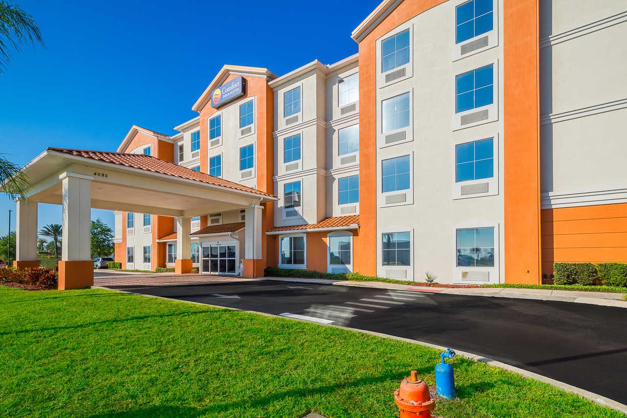 Comfort Inn & Suites Davenport - Hotel Exterior-1