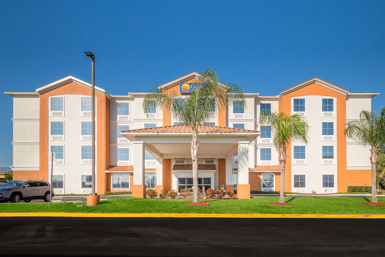 Comfort Inn & Suites Davenport - Hotel Exterior-2
