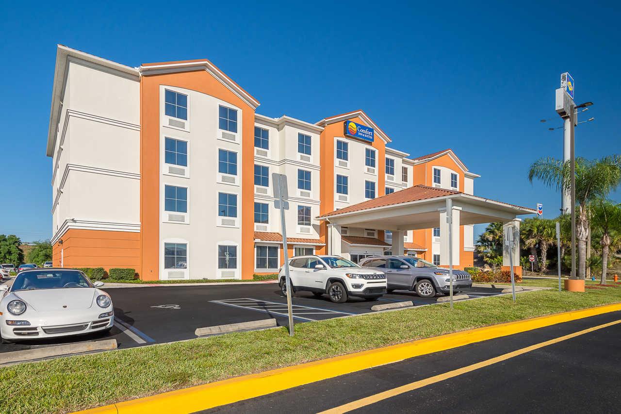 Comfort Inn & Suites Davenport - Hotel Exterior-3