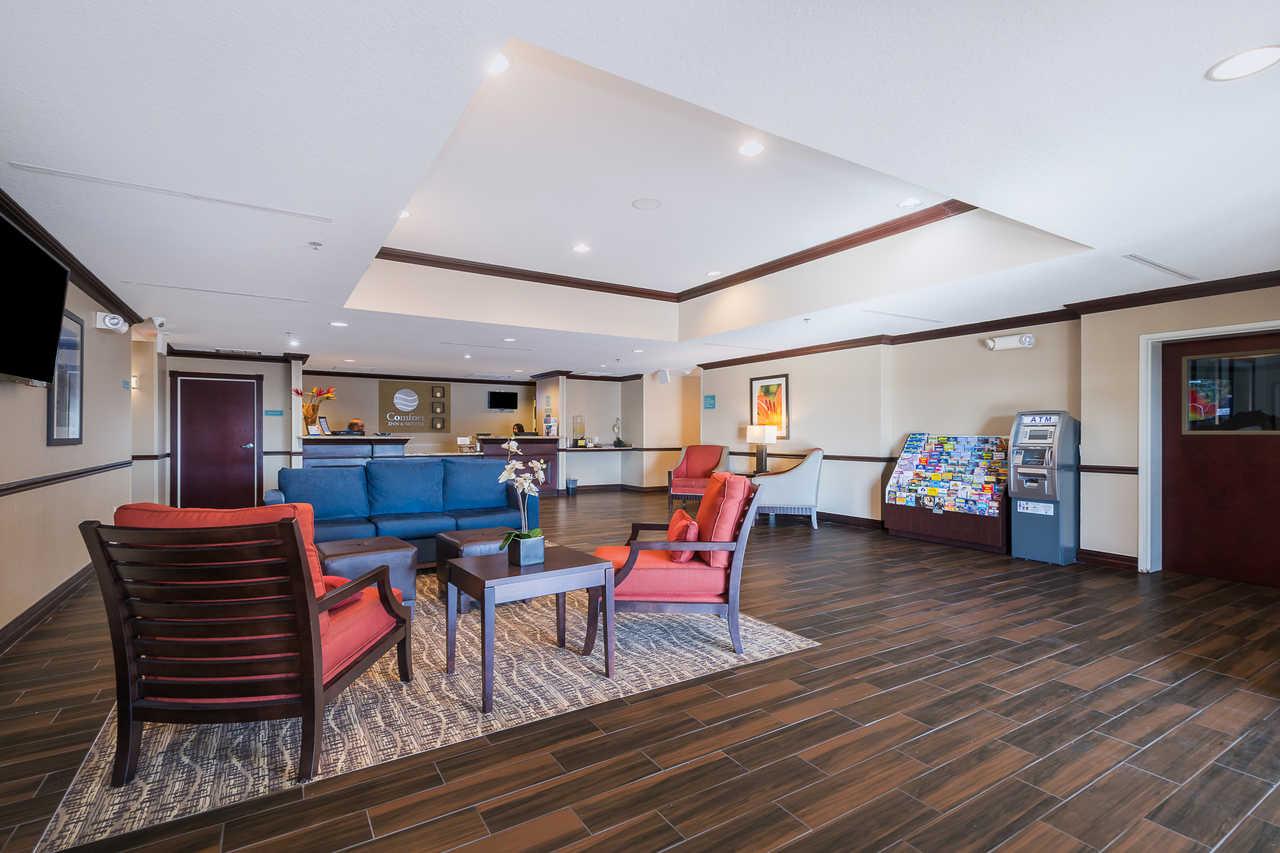 Comfort Inn & Suites Davenport - Lobby Area-2