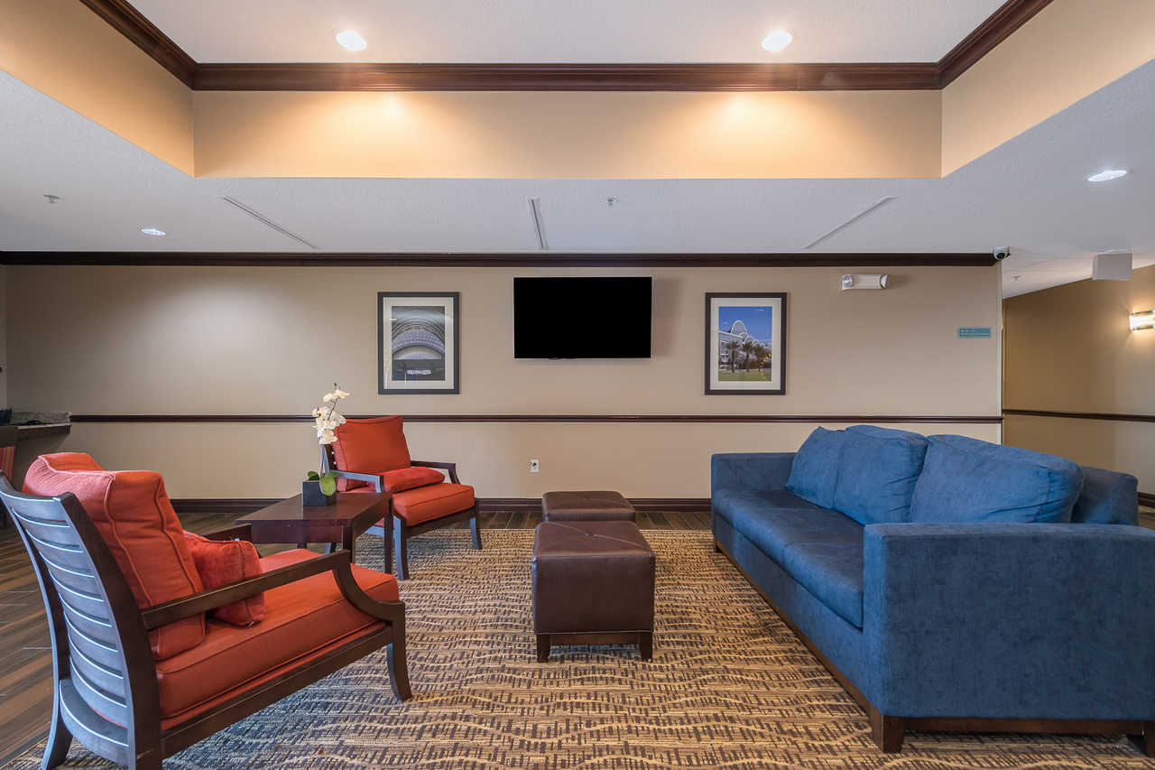 Comfort Inn & Suites Davenport - Lobby Area-3