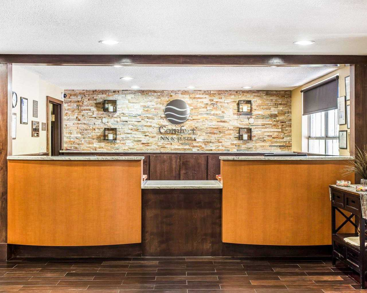 Comfort Inn & Suites Ballpark Area - Front Desk