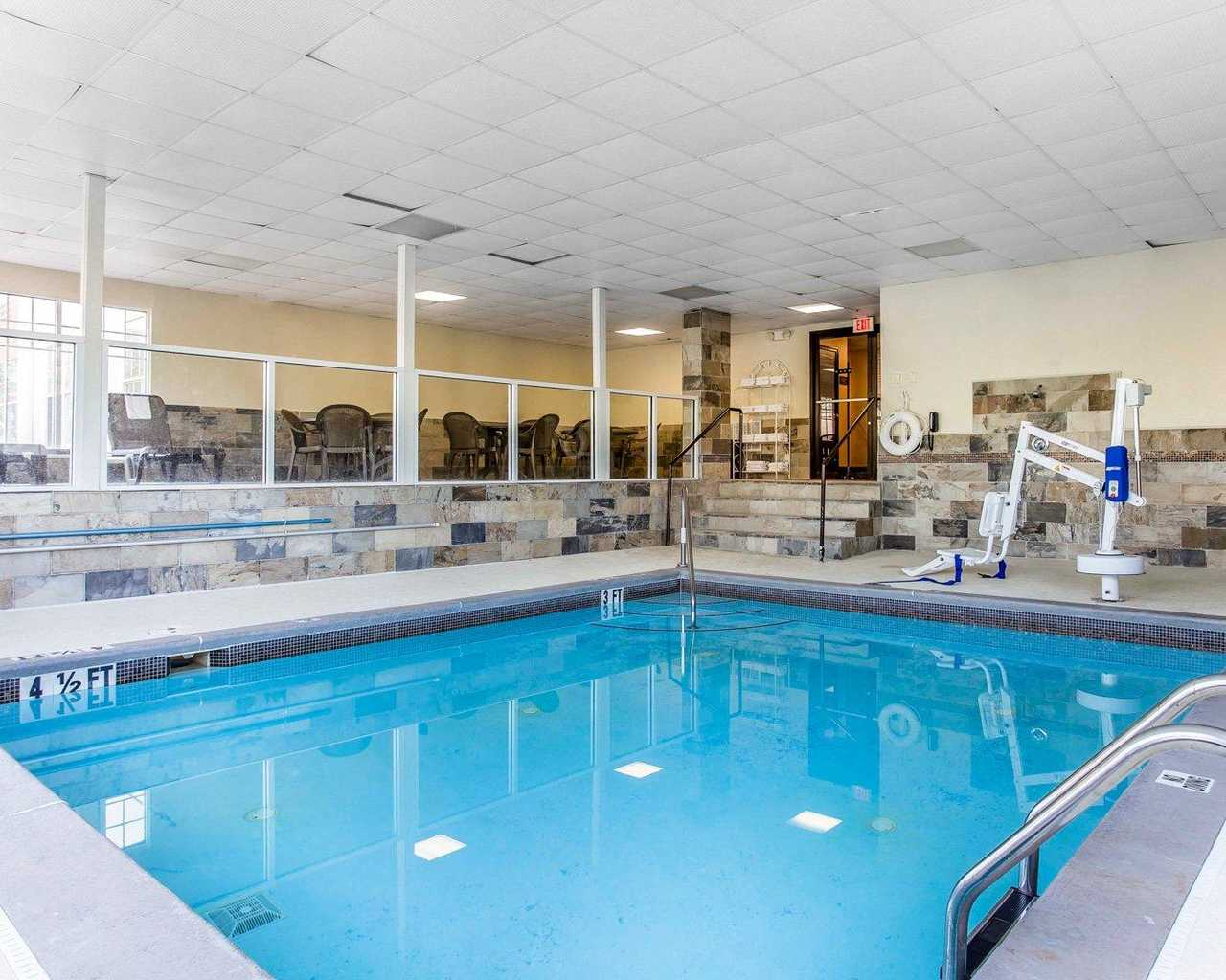 Comfort Inn & Suites Ballpark Area - Indoor Pool-1