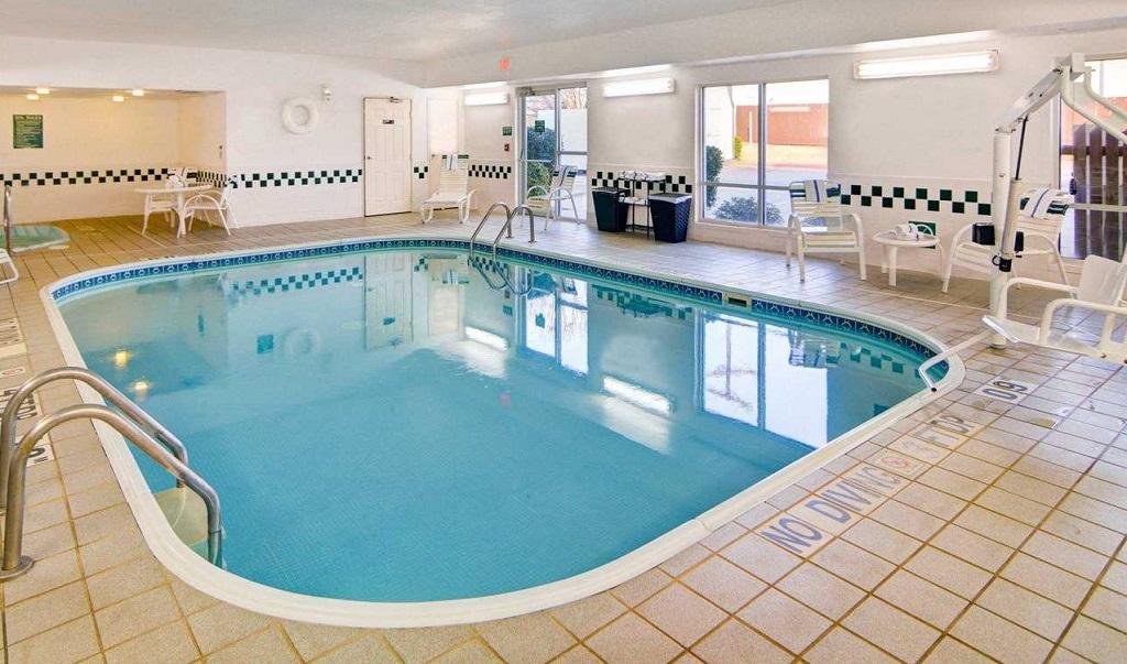 Indoor Comfort Suites Longview North Pool Indoor1