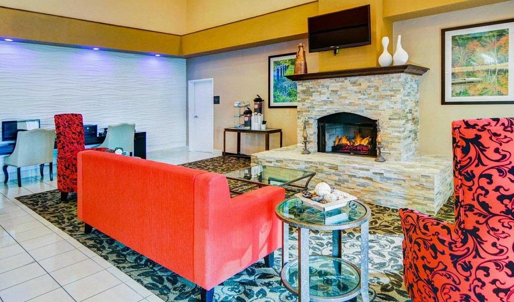Comfort Suites Longview North - Lobby Area2