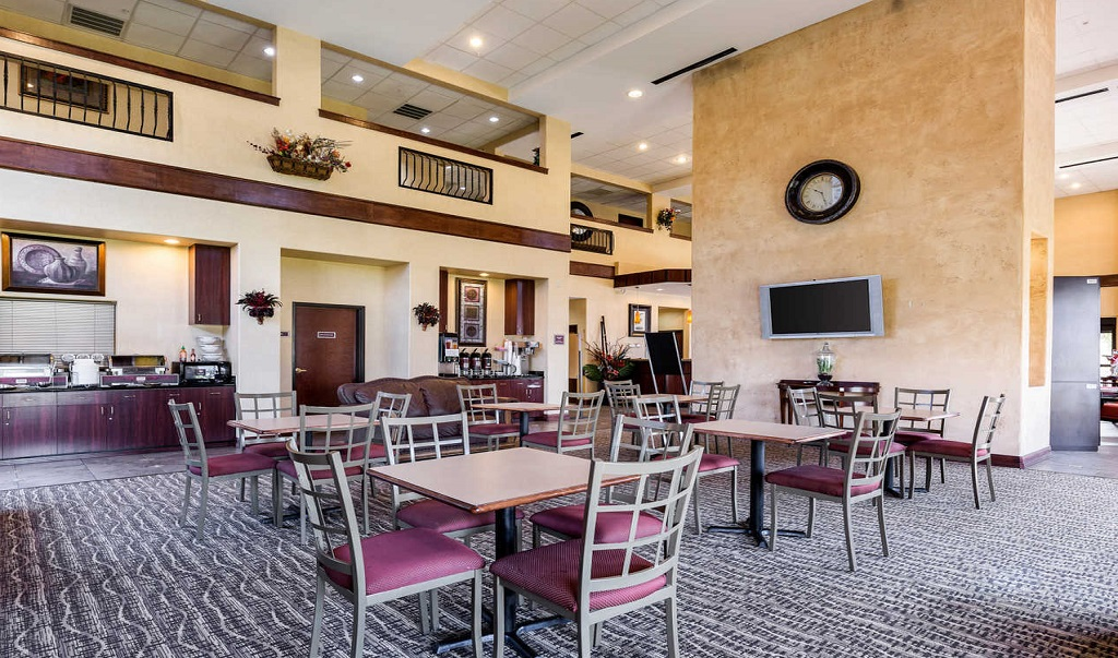Comfort Suites Near NASA - Dining Area1