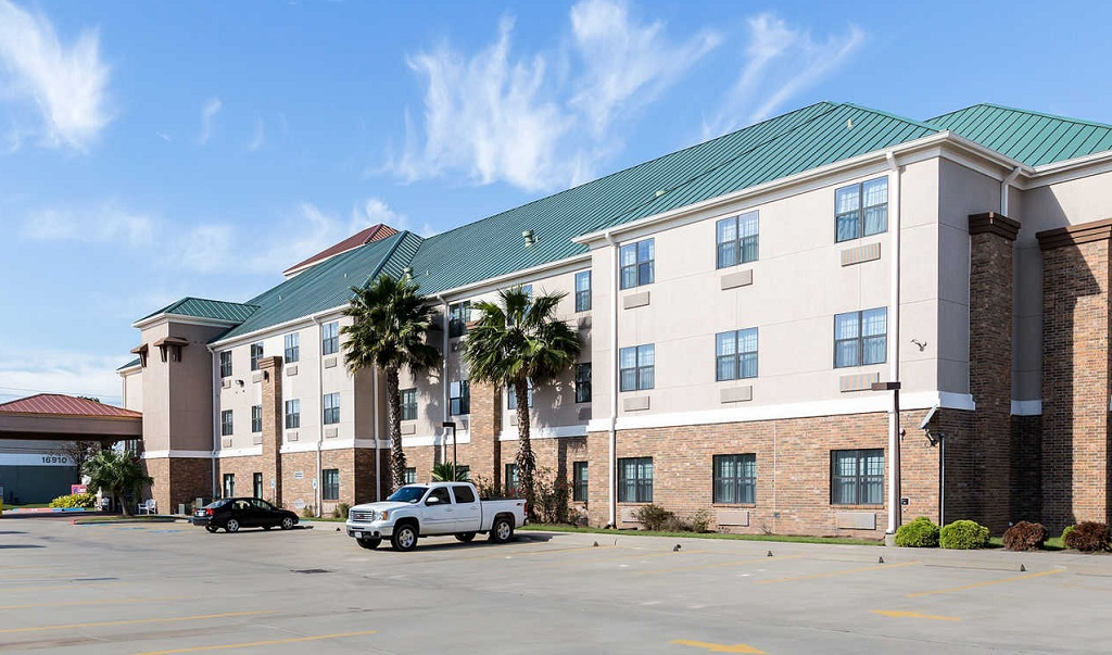 Comfort Suites Near NASA - Exterior1