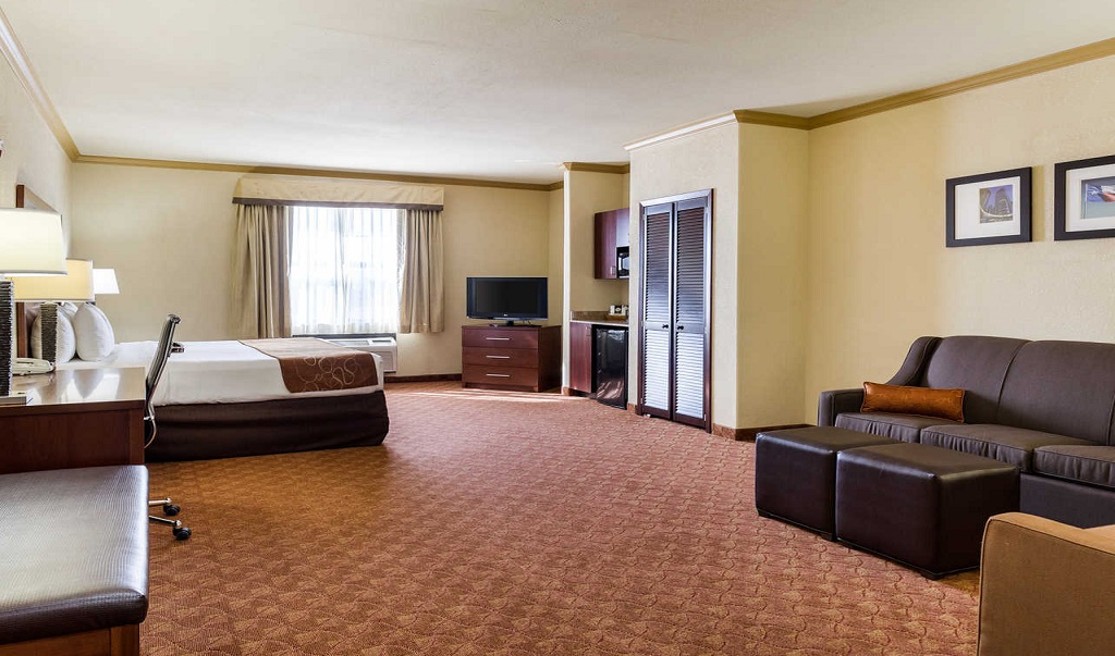 Comfort Suites Near NASA - Single Bed Room1