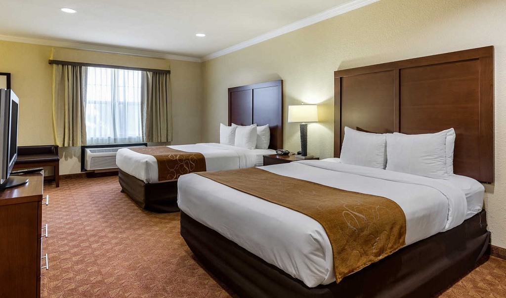 Comfort Suites Near NASA - Double Beds Room