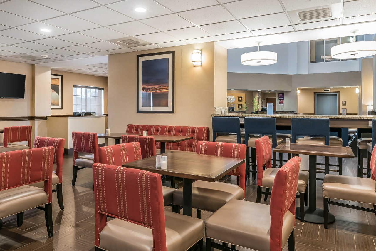 Comfort Suites Springfield - Breakfast Area-2