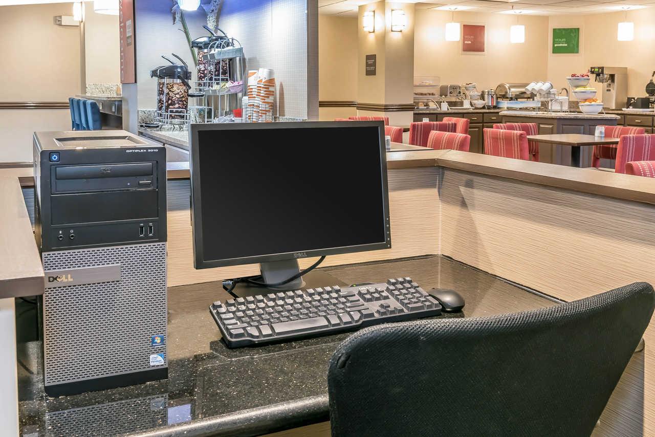 Comfort Suites Springfield - Breakfast Area-1