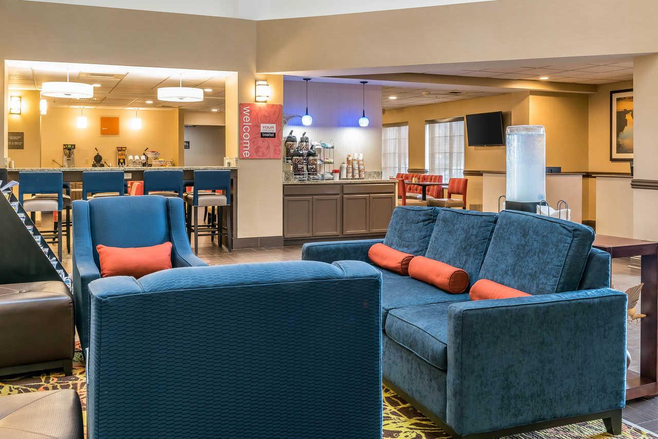 Comfort Suites Springfield - Lobby-3