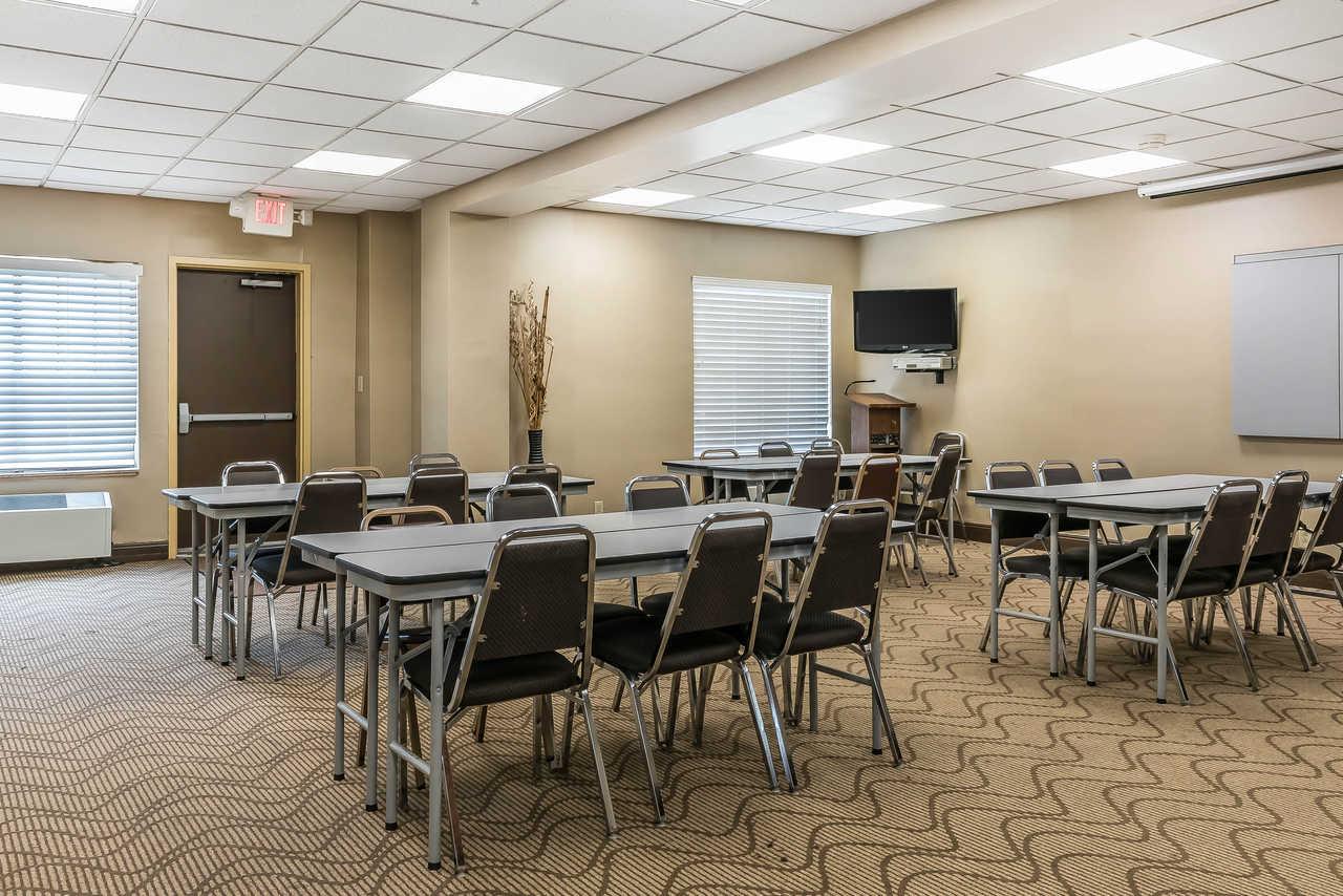 Comfort Suites Springfield - Meeting Area