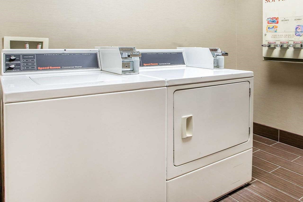 Comfort Suites Springfield - Laundry Area