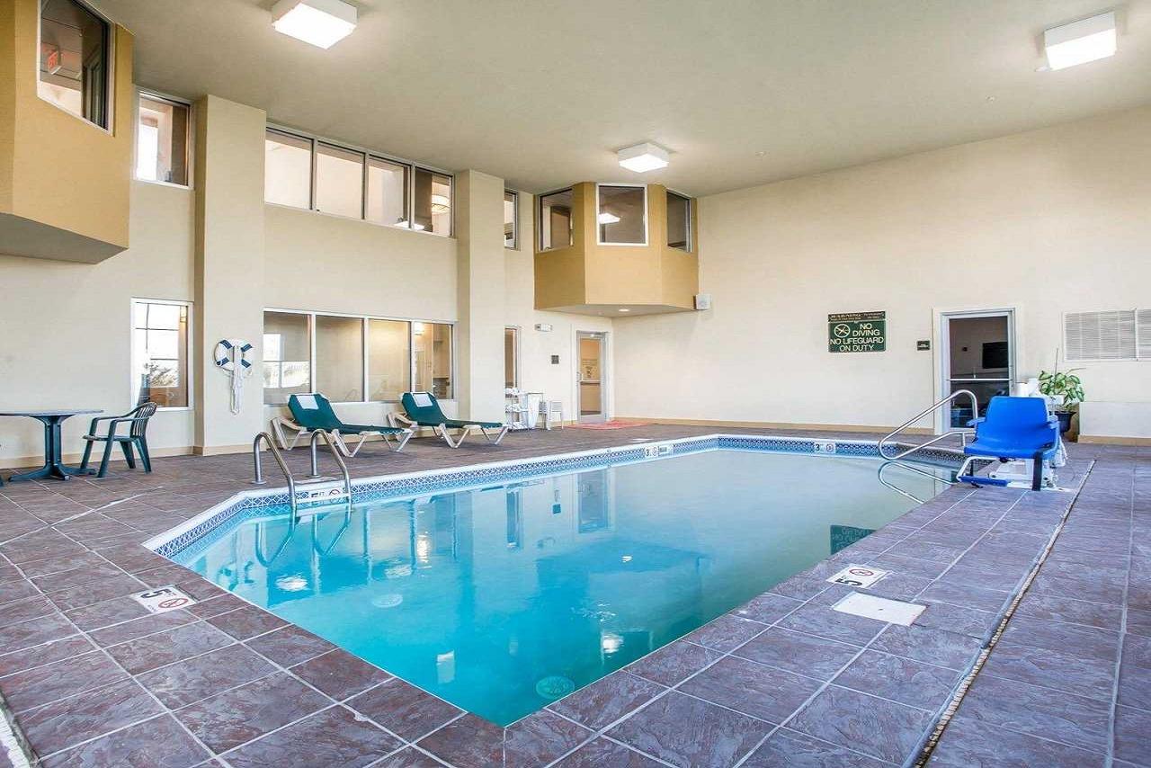 Comfort Suites Springfield - Indoor Pool-2