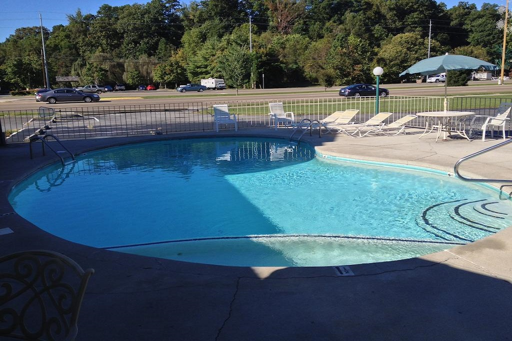 Conner Hill Motor Lodge - Outdoor Pool