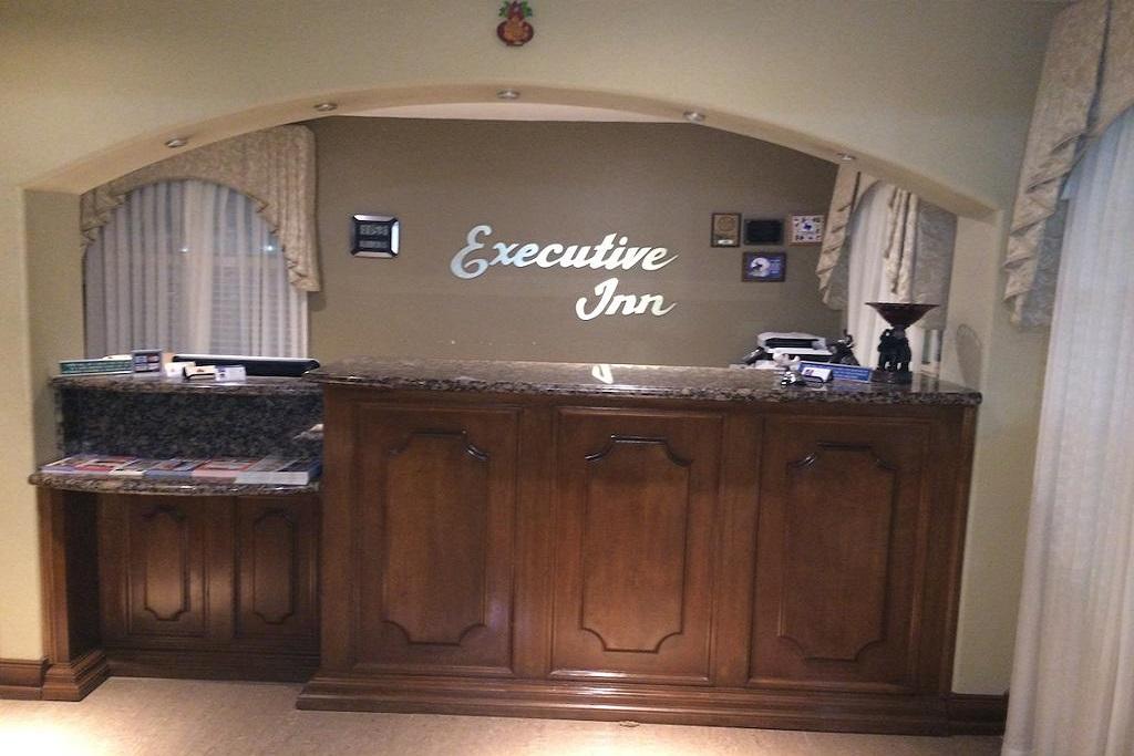 Cotulla Executive Inn - Lobby Area-1