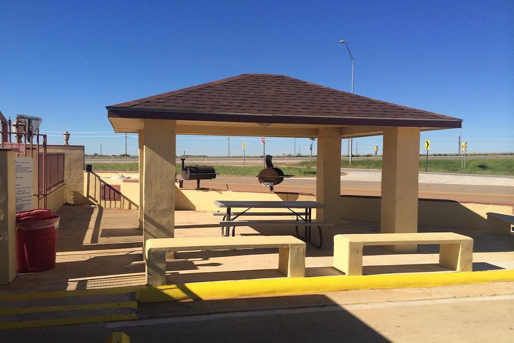 Cotulla Executive Inn - Outdoor Area-1