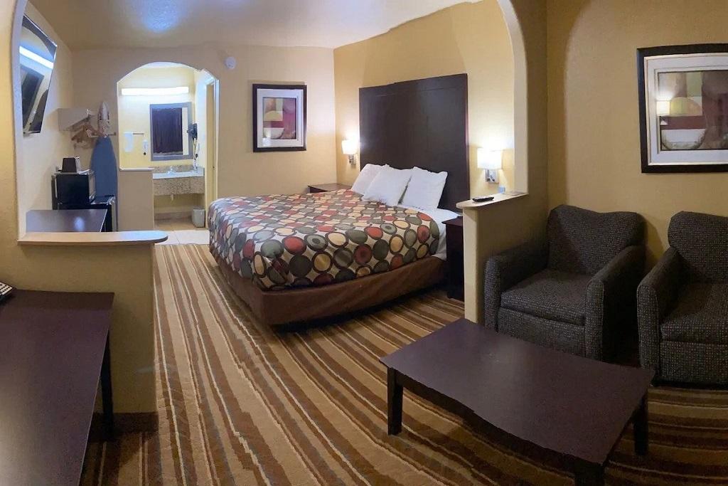 Cotulla Executive Inn - Single Bed Room-2