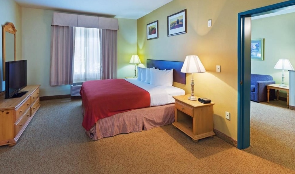 Country Inn and Suites Austin University Texas - King Suite