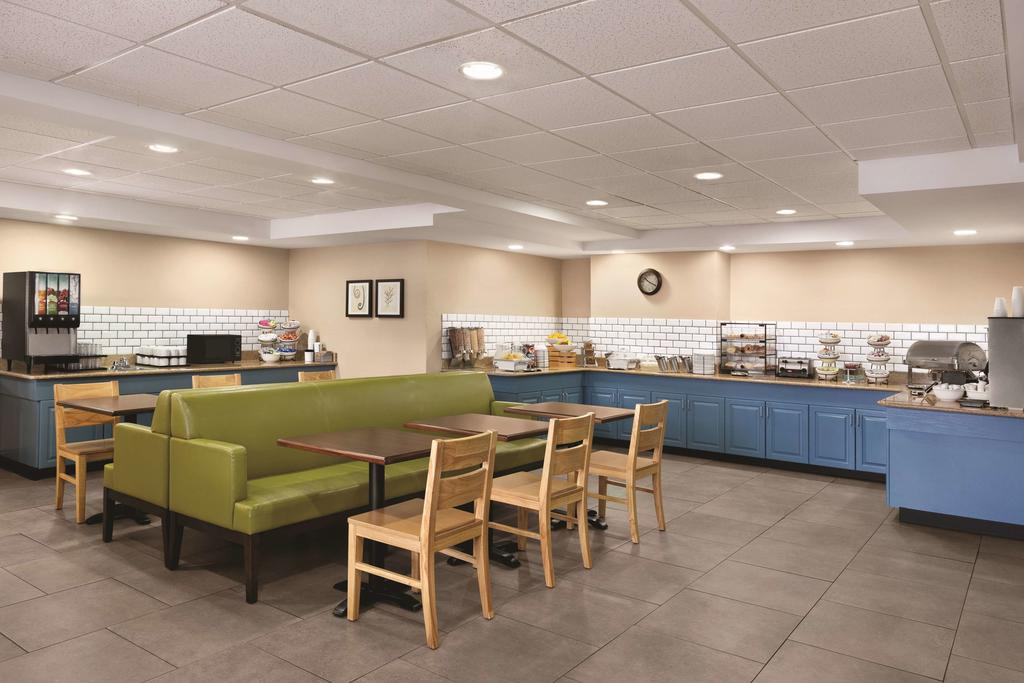Country Inn & Suites Wytheville - Breakfast Area