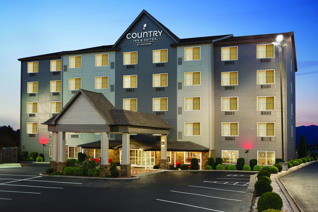 Country Inn & Suites Wytheville - Exterior-1