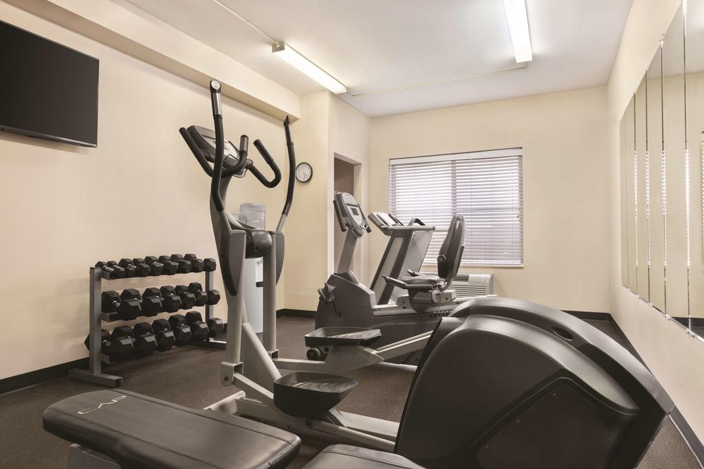 Country Inn & Suites Wytheville - Fitness Area