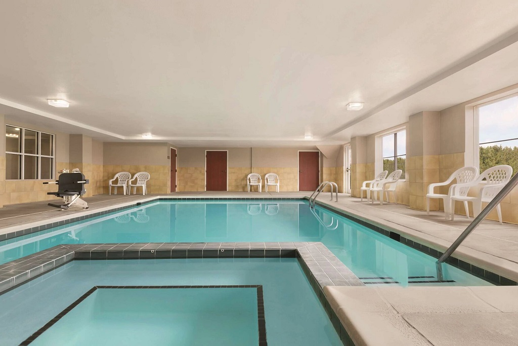Country Inn & Suites Wytheville - Indoor Pool-1
