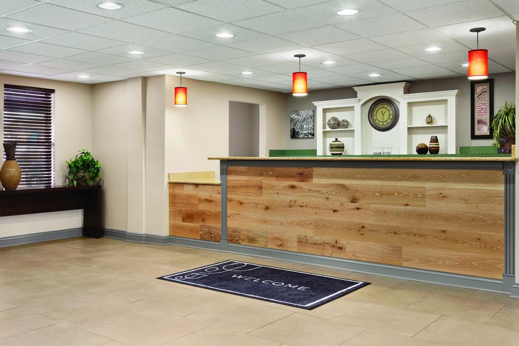 Country Inn & Suites Wytheville - Lobby Area-2