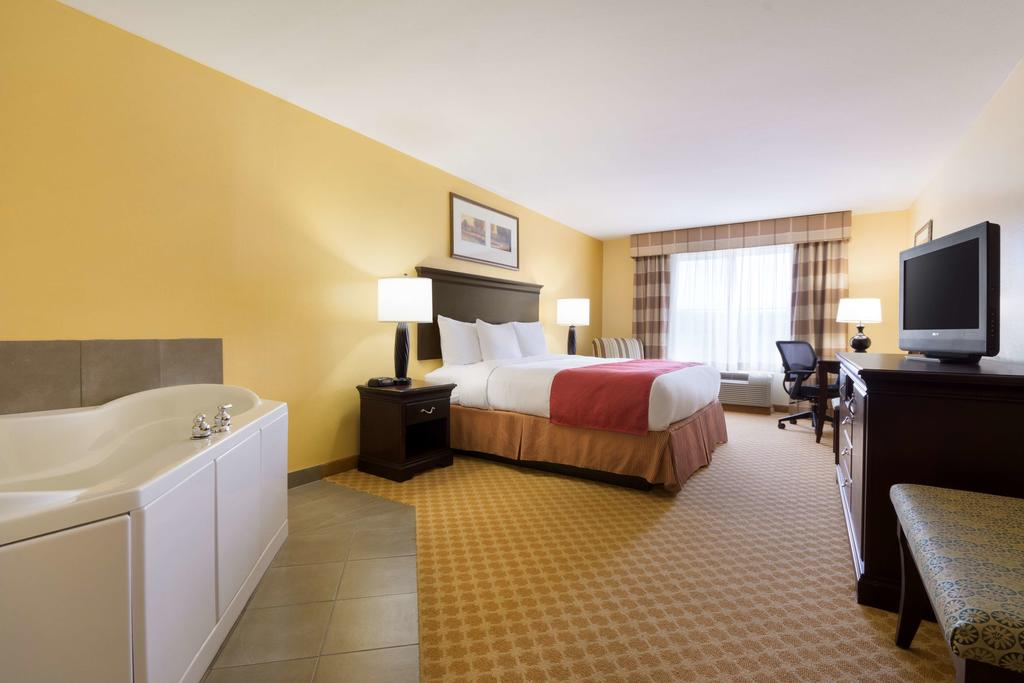 Country Inn & Suites Wytheville - King Suite Room