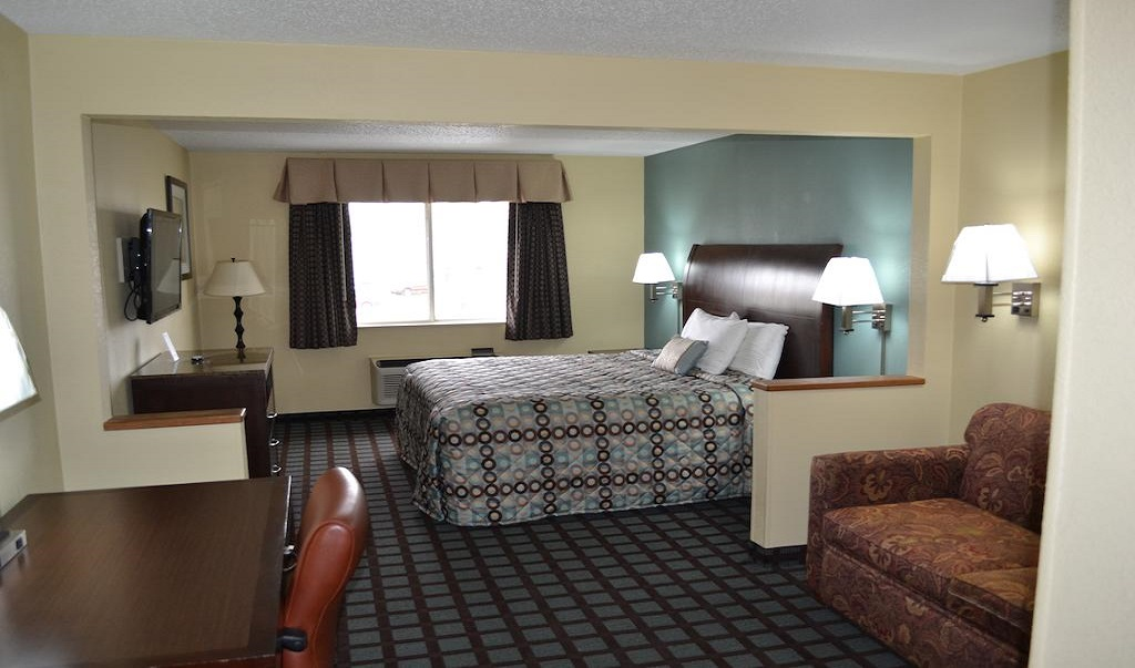 Countryside Inn & Suites Fremont - Single Bed Room with Sofa