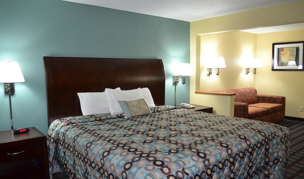 Countryside Inn & Suites Fremont - Single Bed Room