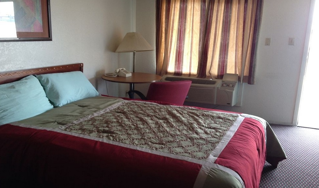 Crown Inn Grand Prairie - Single Bed Room2
