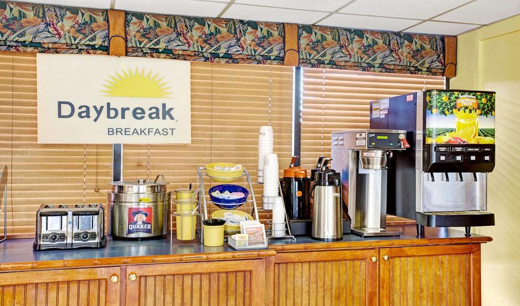 Days Inn And Suites Davenport - Breakfast Area