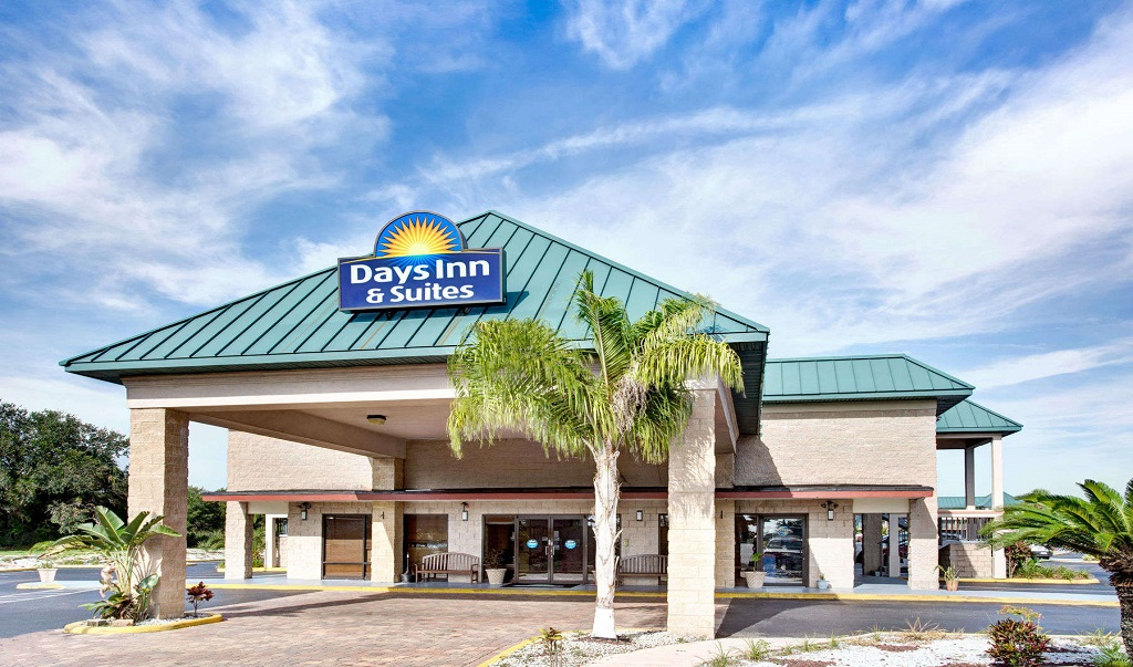 Days Inn And Suites Davenport - Exterior